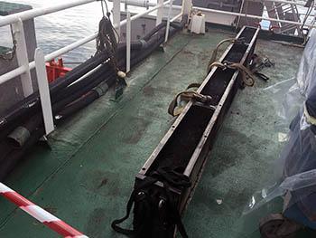 Extraccion del enfriador de motor principal en buque de la Armada Española.