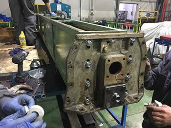 Prueba hidráulica y montaje del enfriador de motor principal en buque de la Armada Española.
