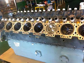 Proceso parcial de montaje en taller de motor MTU 396.