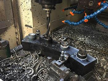 Extracción de pernos gripados en pieza para industria petroquímica.
