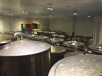 Fabricación y montaje de atmosféricos en la cubierta superior de tanques de producción.