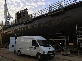 Equipo de Tecsumaga realizando trabajos en submarino de la Armada Española.