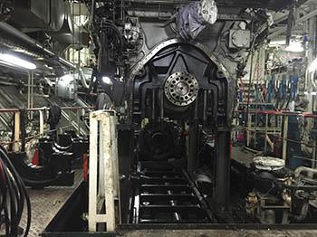 Maniobra de elevación de bloque motor para extracción de cigüeñal.