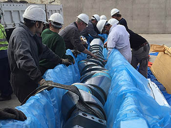 Maniobra de sustitución de cigüeñal en motor principal de buque petrolero.