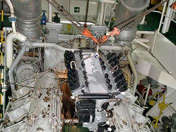 Maniobra de montaje en sala de máquinas.