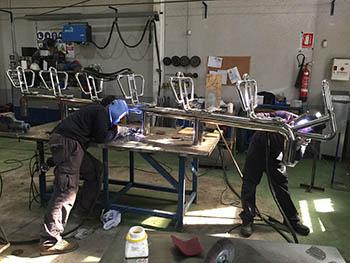 Fabricación en taller de banco de asientos en INOX para embarcación de recreo.